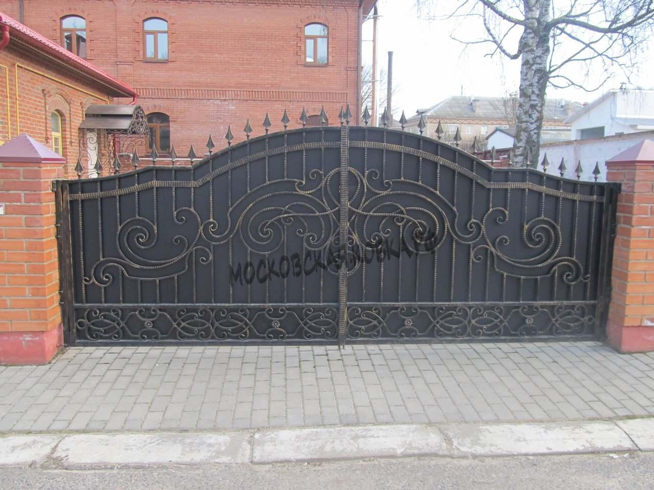 Широкие кованые ворота