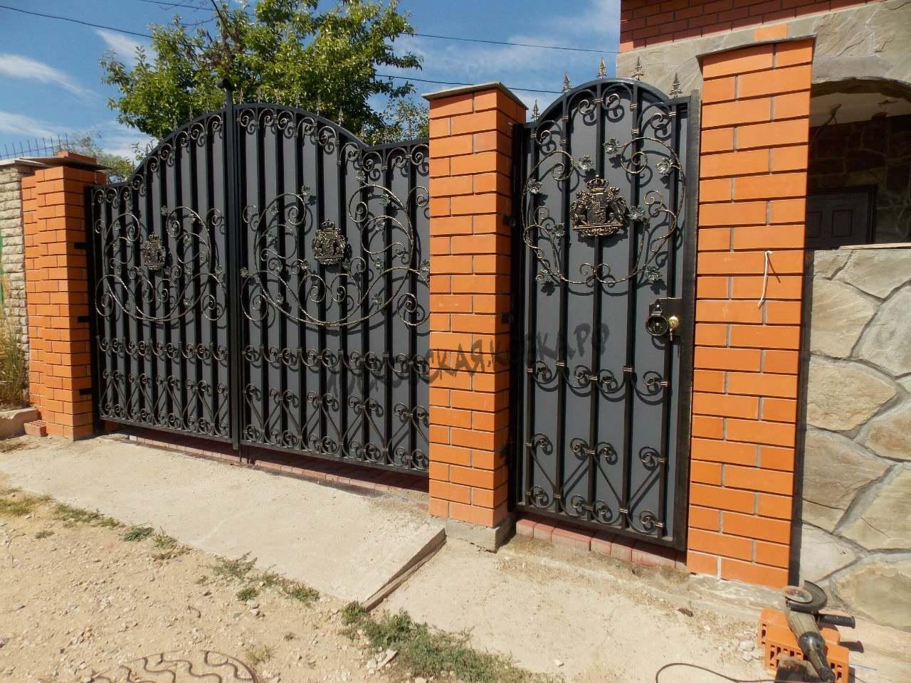 Кованые ворота со стальным листом на заказ Артикул КВ-046
