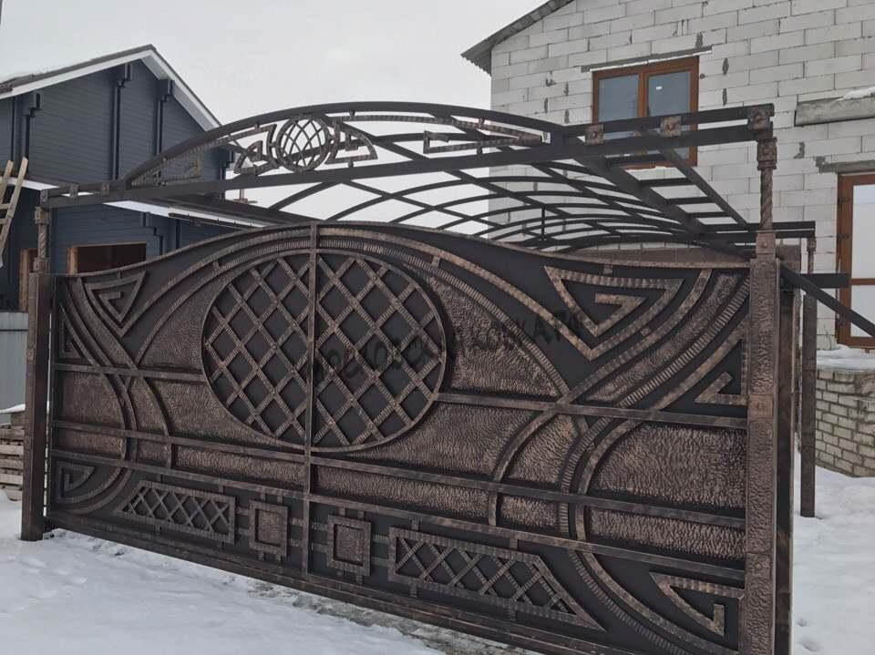 Кованые ворота c медной патиной