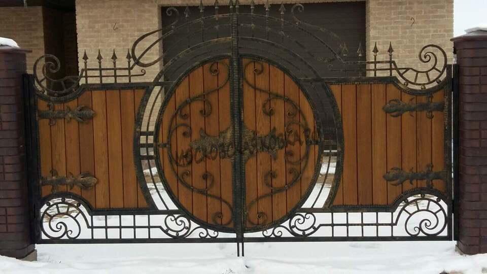 Кованые ворота с деревом Артикул КВ-059