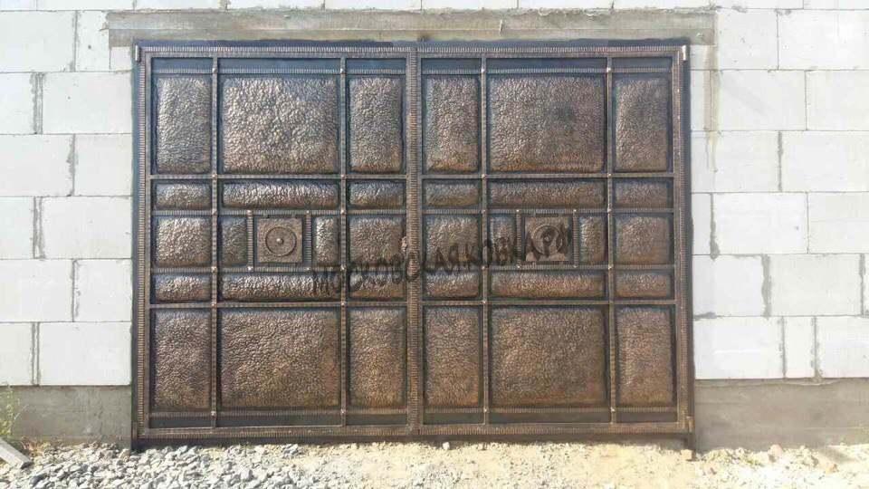 Гаражные ворота с кованым стальным листом Артикул КВ-035