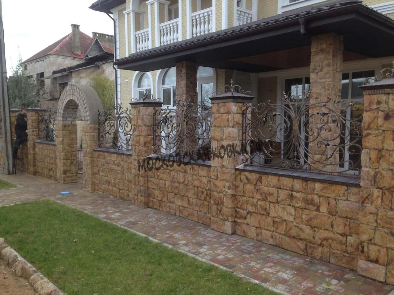 Комбинированный забор ковка с камнем № КЗ-035
