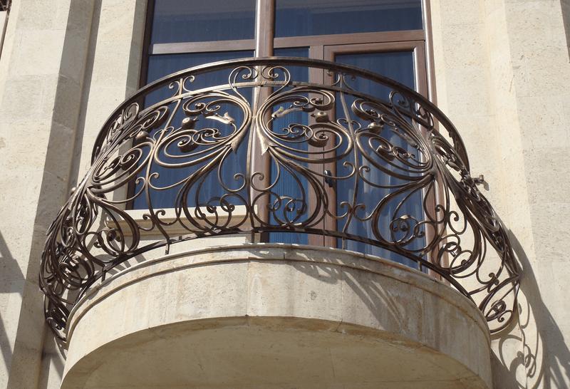Выпуклое кованое ограждение балкона АРТИКУЛ КБ 004