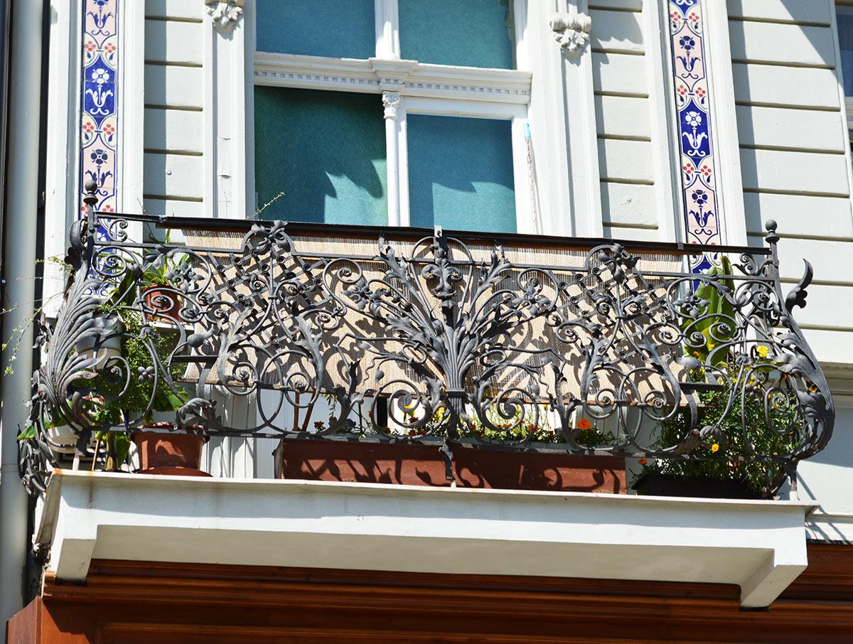 Кованые ограждения балкона выпуклой формы АРТИКУЛ КБ 016