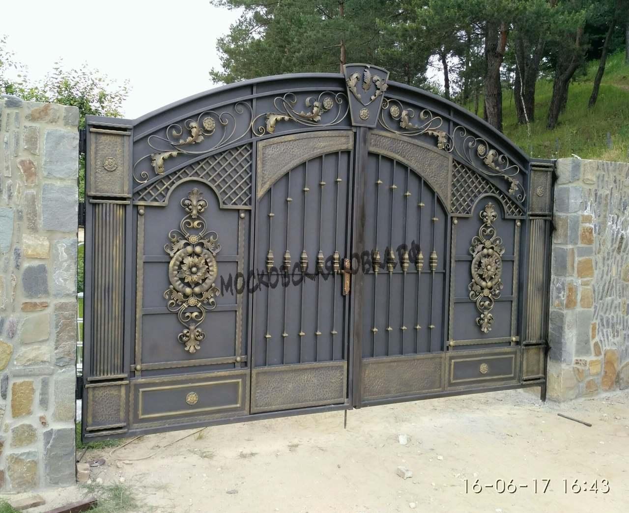 Глухие стальные ворота с элементами ковки Артикул КВ-065