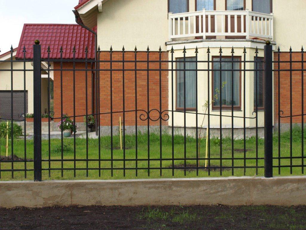 Сварной забор с пиками