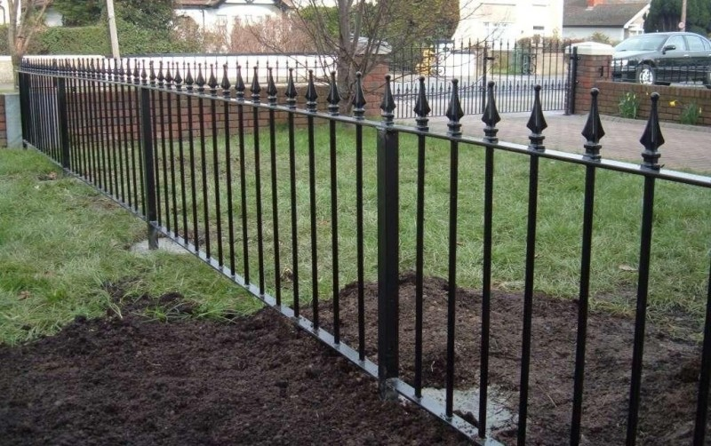 Сварной забор с пиками для ограждения территории Артикул № КЗ-027