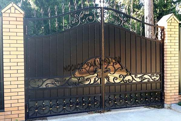 Комбинированные кованые ворота Артикул КВ- 007
