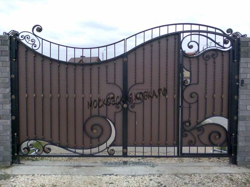 Кованые ворота со стальным листом Артикул КВ- 008