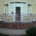 Фиолетовые кованые перила