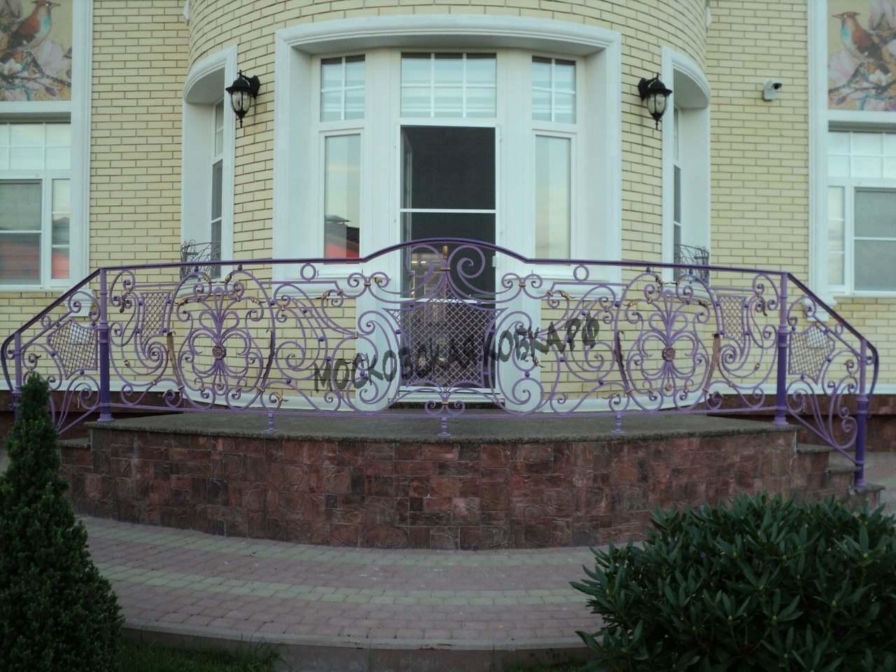Кованые перила фиолетового цвета АРТИКУЛ КП 067