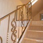 Бюджетные перила для лестницы холодной ковки