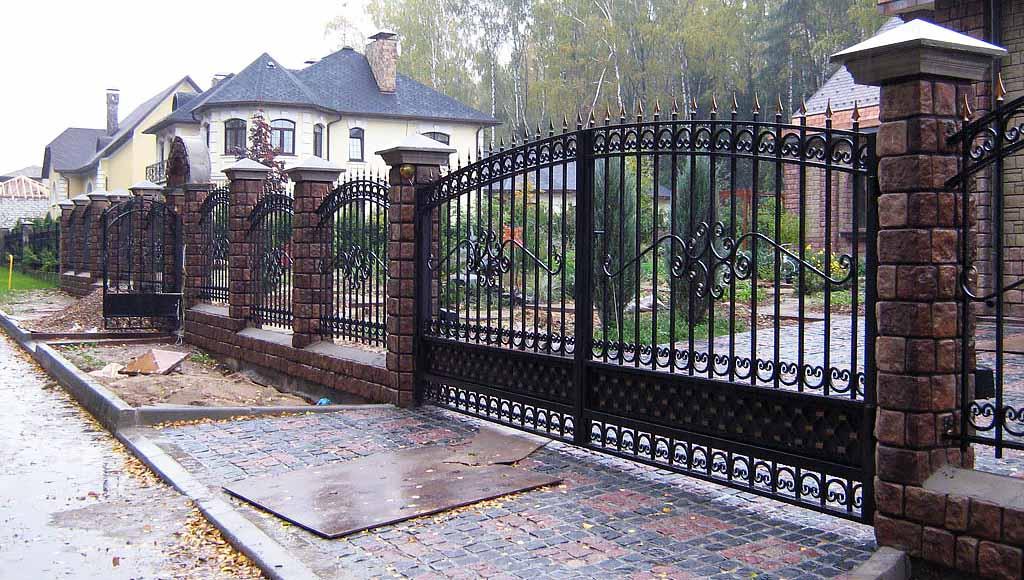 Кованый забор и ворота