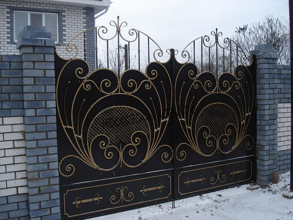 Кованые распашные ворота с золотой патиной Артикул КВ-015