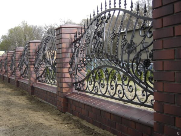 Выпуклый кованый забор Артикул № КЗ-001
