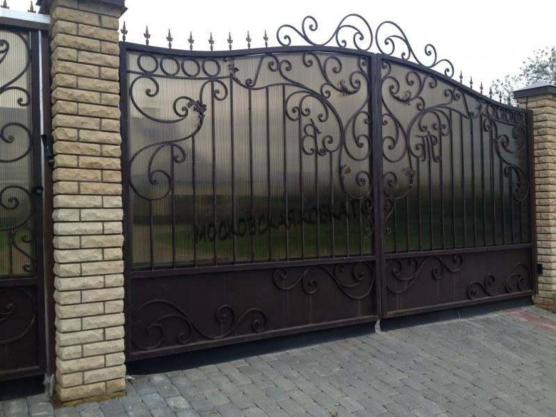 Комбинированные ворота с ковкой поликарбонатом Артикул КВ-010