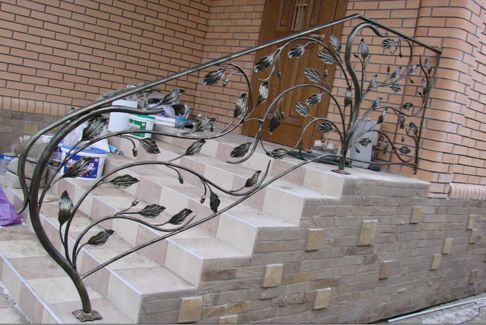 Кованые перила с листьями на крыльце АРТИКУЛ КП 030
