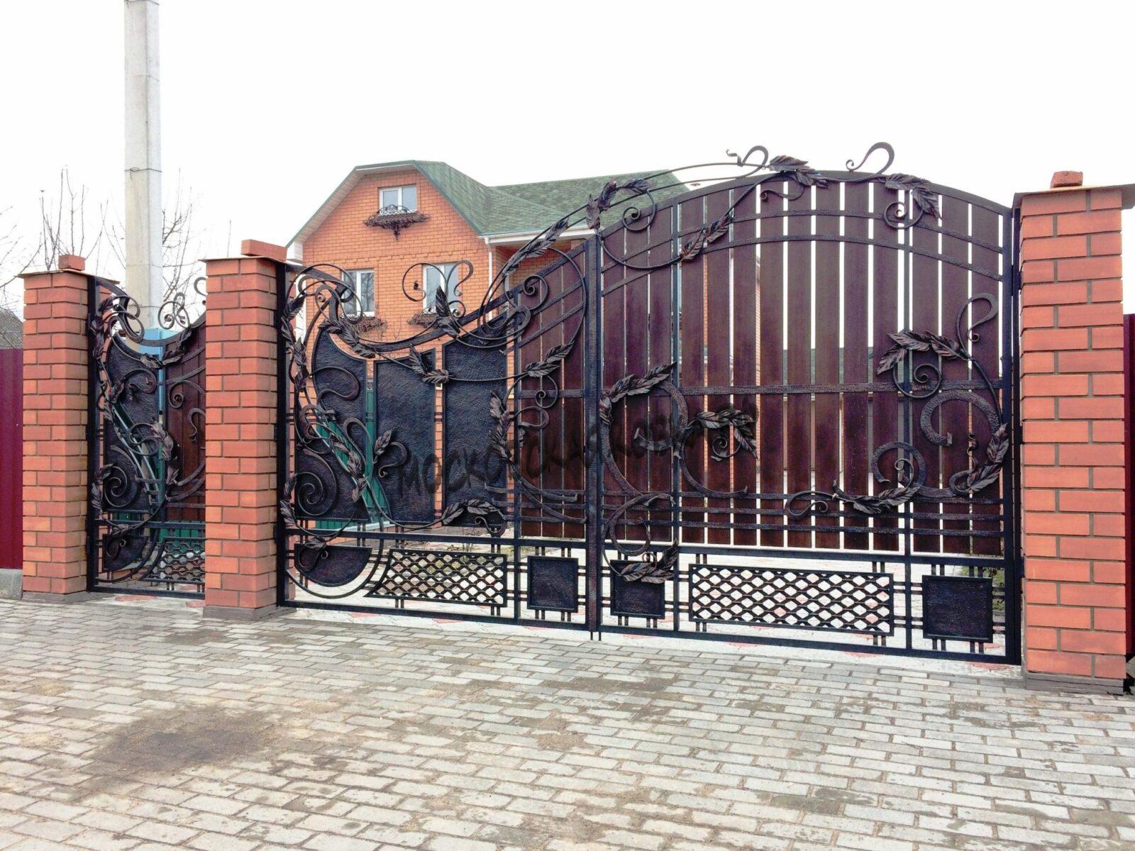 Премиальные кованые ворота с деревом Артикул КВ-029