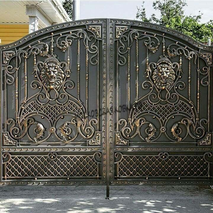 Кованые ворота с эмблемой льва Артикул КВ-020