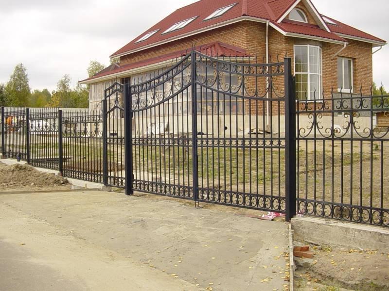 Простые ворота с элементами ковки Артикул КВ- 002