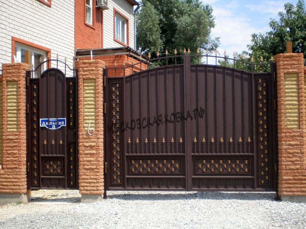 Сварные ворота с пиками
