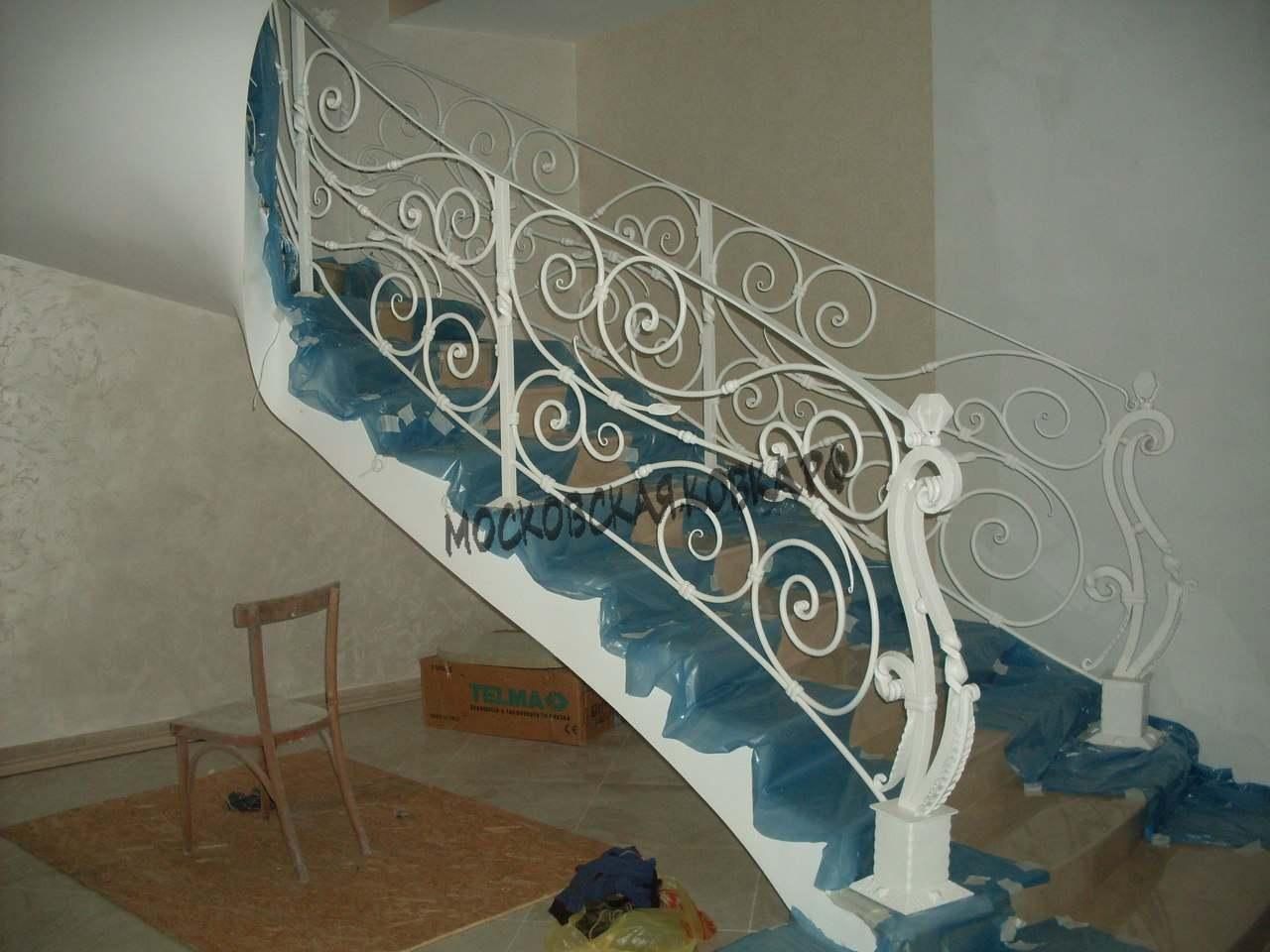Кованые перила на винтовую лестницу АРТИКУЛ КП 054