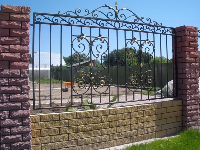 Забор с элементами ковки № КЗ-018