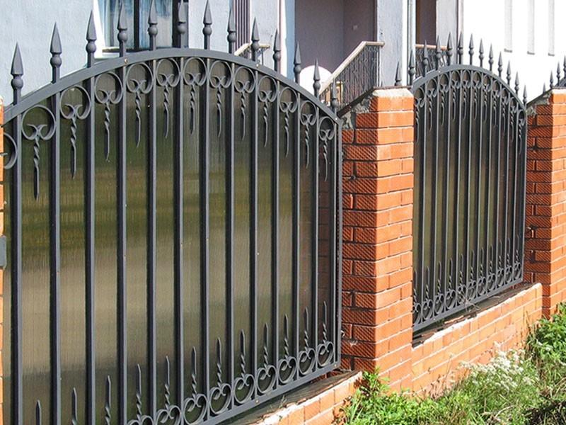 Забор кованый с поликарбонатом № КЗ-019