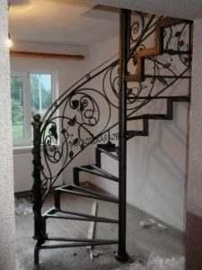 Кованая радиусная лестница