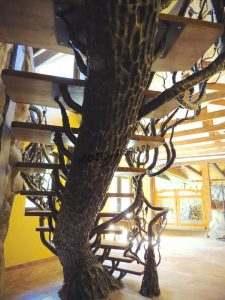 "Кованая лестница ""под дерево"""
