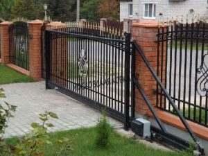 Откатные ворота с пиками