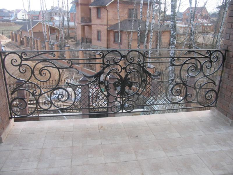 Кованое ограждение балкона с сеткой АРТИКУЛ КБ 027