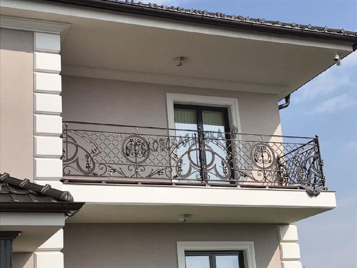 Кованое ограждение балкона второго этажа АРТИКУЛ КБ 042