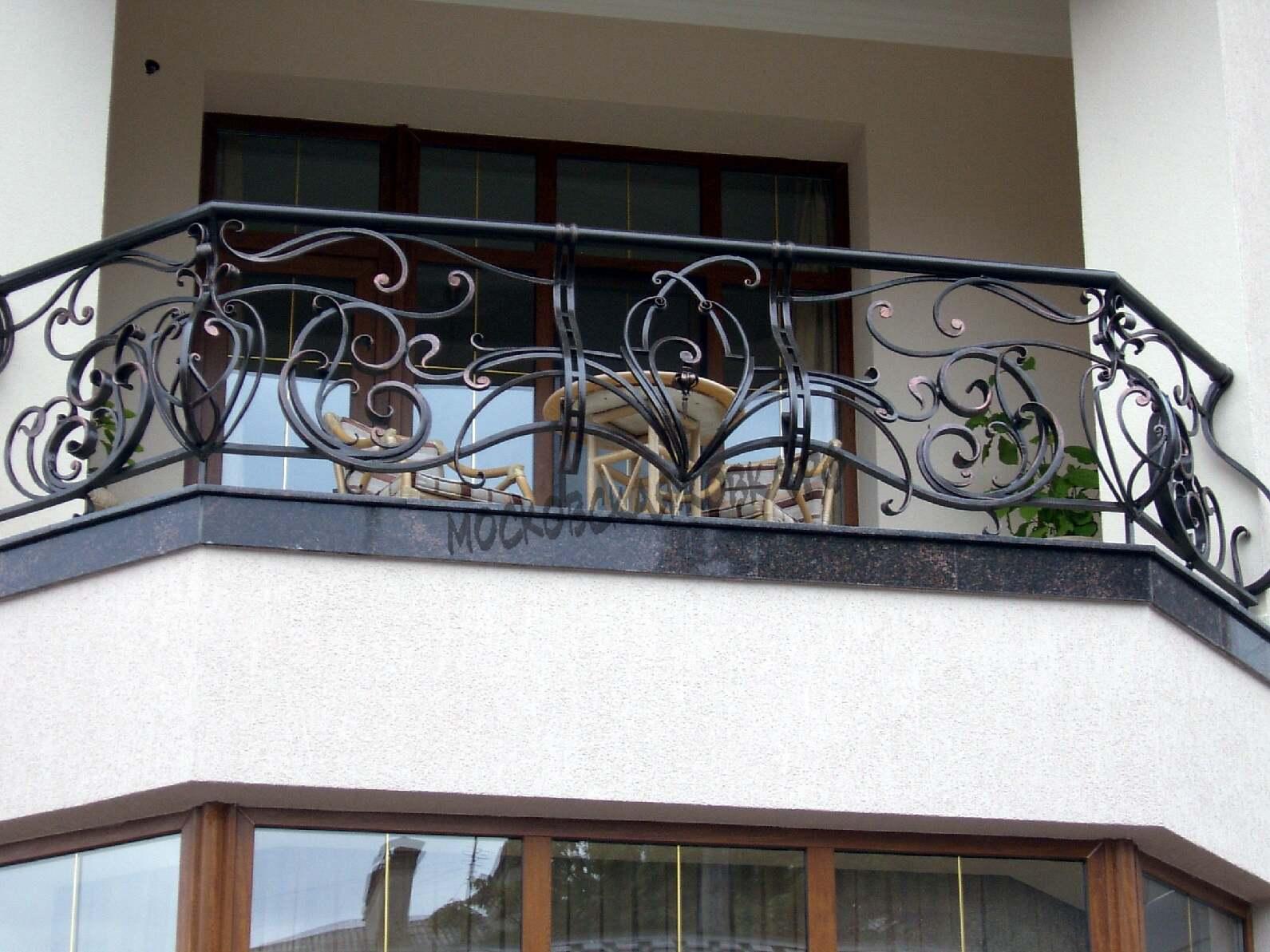 Выпуклое кованое ограждение балкона АРТИКУЛ КБ 044