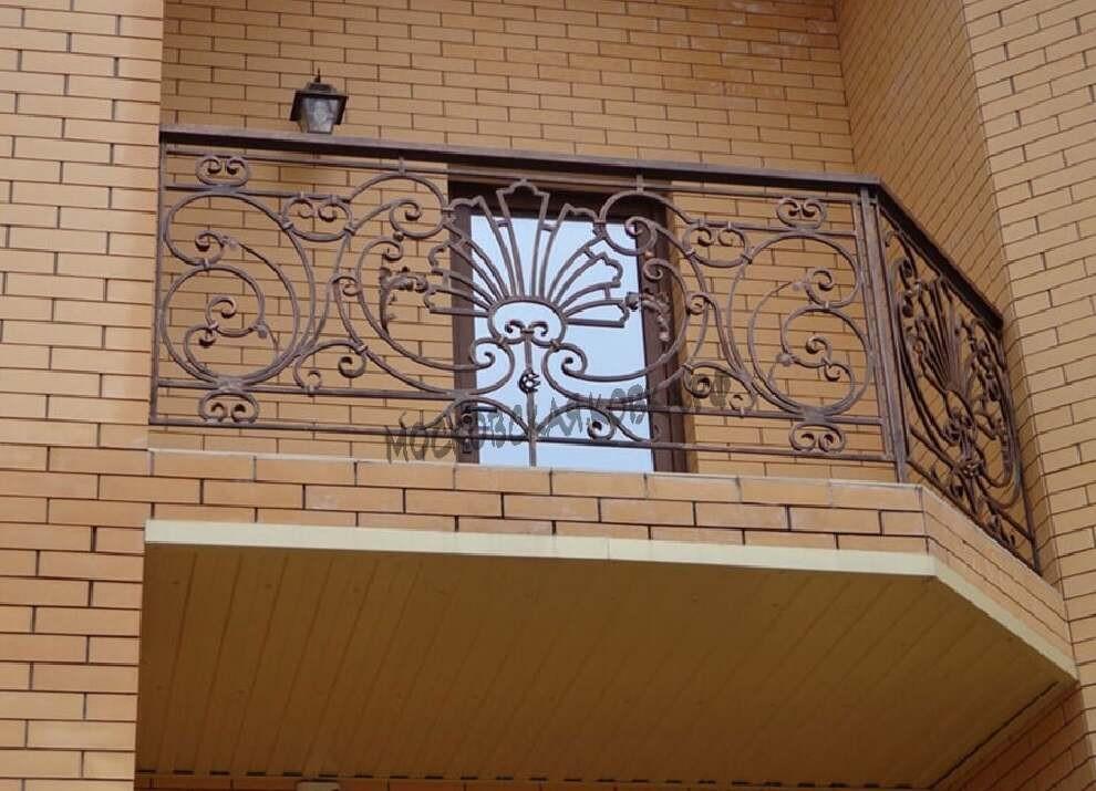 Классическое кованое ограждение балкона АРТИКУЛ КБ 046