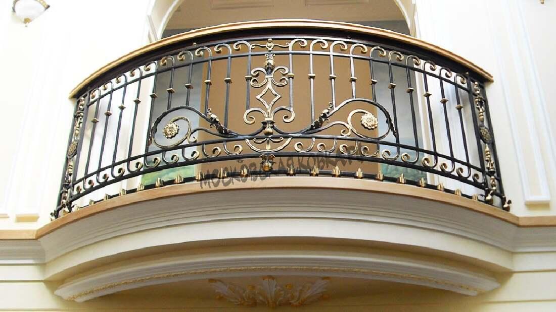 Кованое ограждение балкона с массивным поручнем АРТИКУЛ КБ 050
