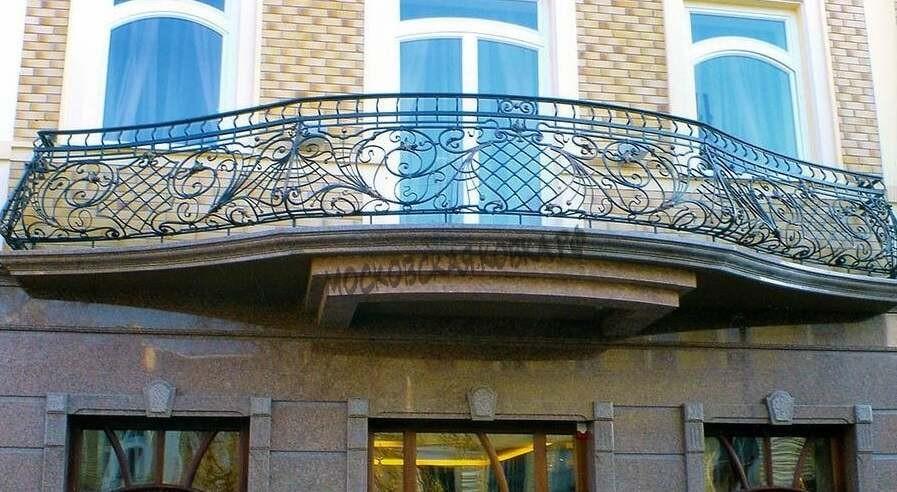 Кованое балконное ограждение выпуклой формы АРТИКУЛ КБ 058