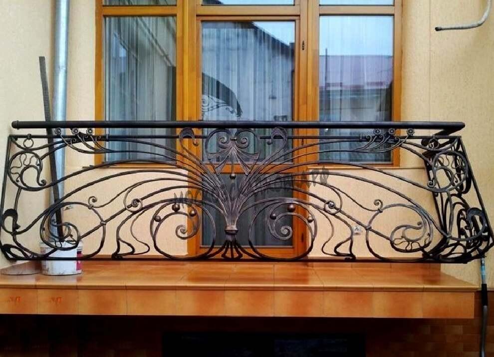 Выпуклое кованое ограждение балкона АРТИКУЛ КБ 040