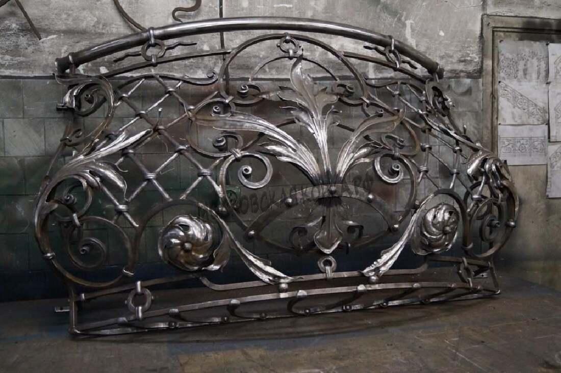 Выпуклые кованые перила для балкона АРТИКУЛ КП 079