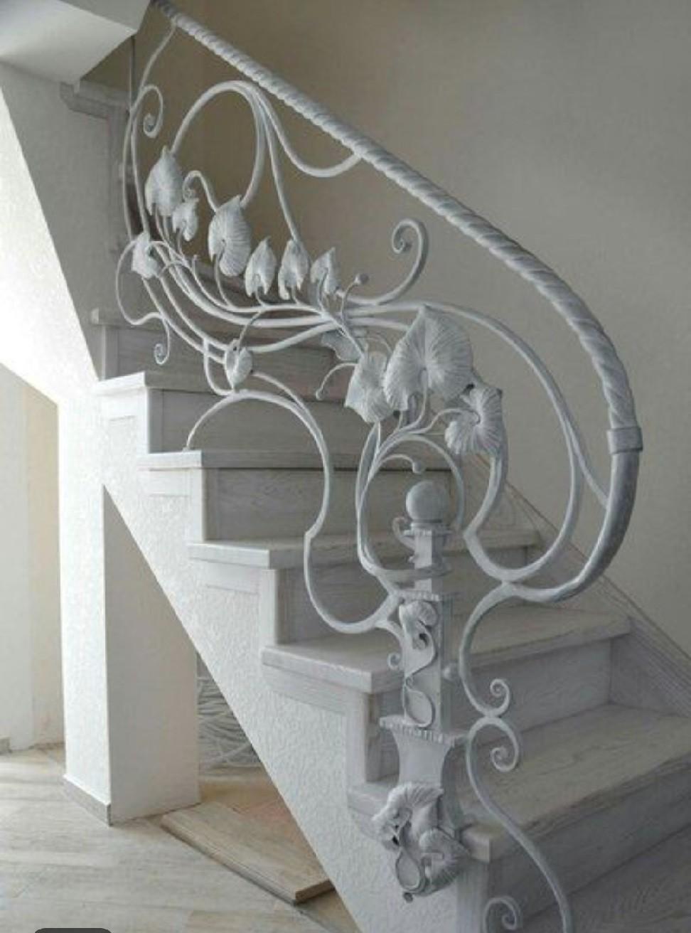 Перила кованые для лестницы белого цвета АРТИКУЛ КП 142