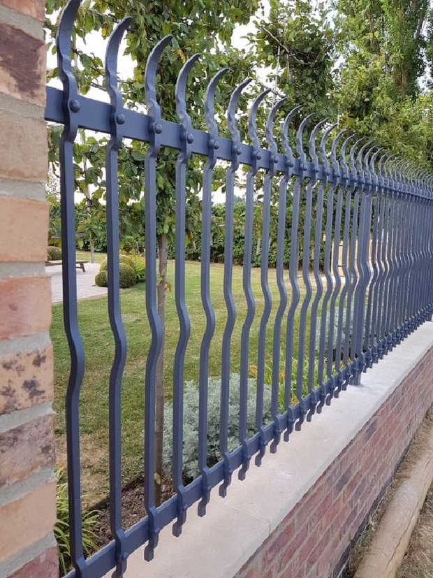 Настоящий кованый забор из 16 квадрата Артикул № КЗ-065