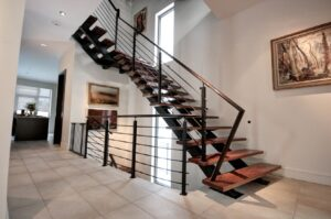 Г-образная лестница на прямых косаурах