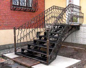 Кованая уличная лестница