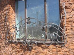 Художественная ковка оконная решетка