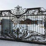 Кованые откатные ворота с калиткой (3)