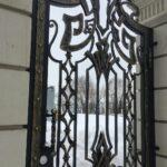 Кованые откатные ворота с калиткой (6)