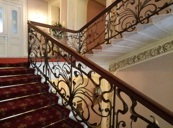 Кованые перила для лестницы в частном доме АРТИКУЛ КП 187