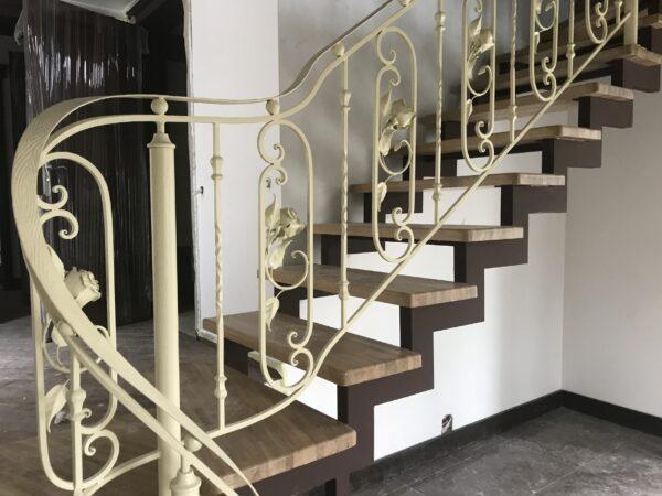 Кованые перила белого цвета для лестницы АРТИКУЛ КП 167