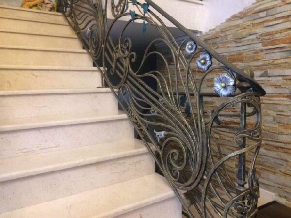 Перила кованые на лестницу с цветами АРТИКУЛ КП 199