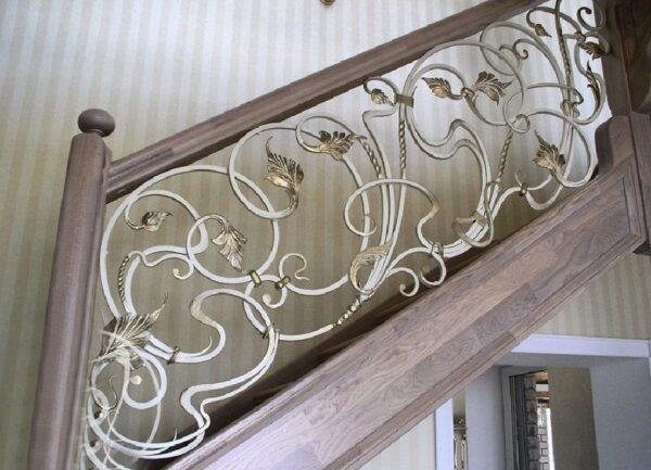 Белые кованые лестничные перила с золотом АРТИКУЛ КП 175